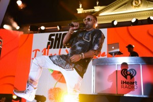 shaggy performs for thrilled fans at iheart radio concert 2015
